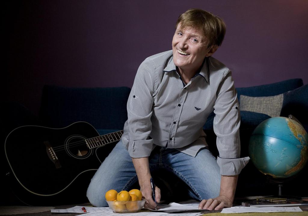 Rajko Dujmić u svom stanu na zagrebačkim Ravnicama