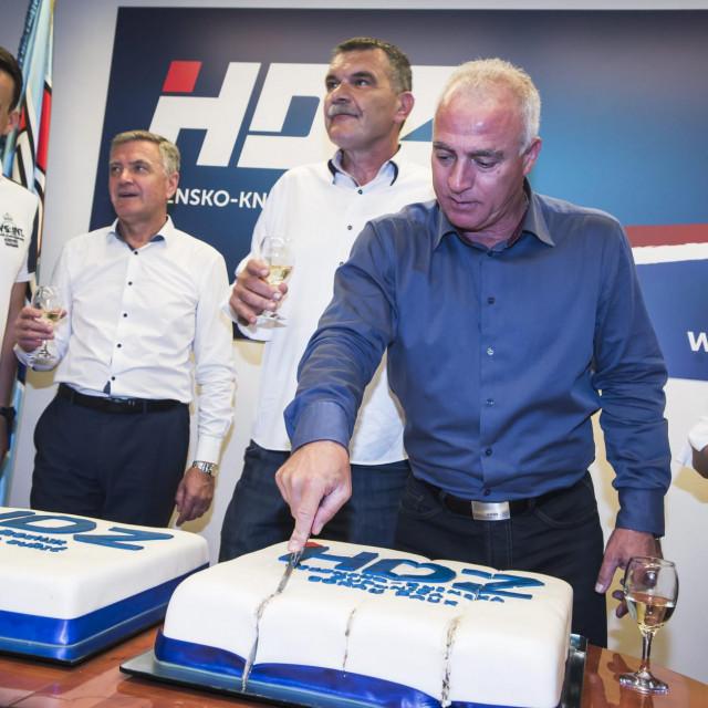 Ovako se prije četiri godine slavilo u županijskom HDZ-u, ove godine na lokalne izbore idu bez Nikole Blaževića