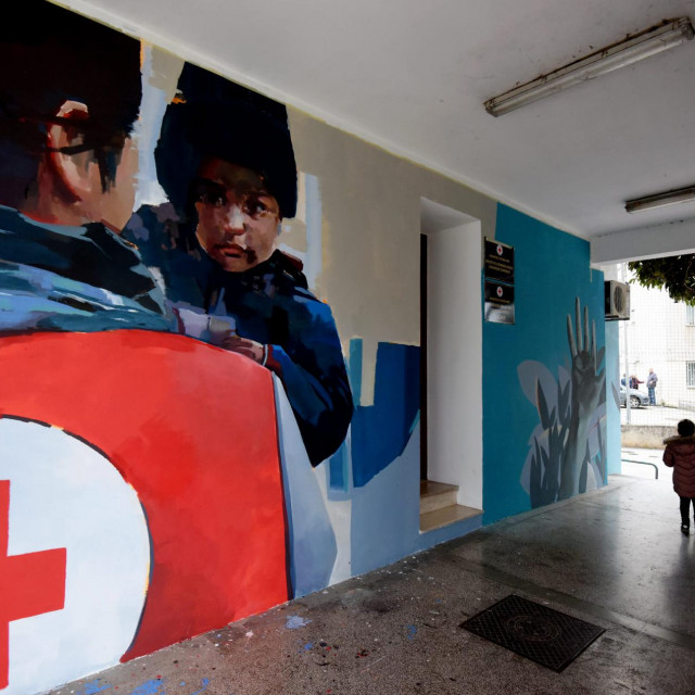 Inicijativom uprave Crvenog kriza uredjena je fasada zgrade Ljepotica u kojoj se nalazi Crveni kriz Zadar. Za slikanje murala angazirana je mlada zadarska umjetnica Alba Miocev.