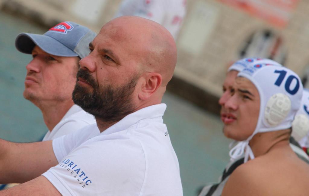 Đani Pecotić, trener juniora Jug Adriatic osiguranja, te uz njega Vjeko Kobešćak. Prošle godine su bili drugi u prvenstvu, te kupu. Ove godine? foto: Tonči Vlašić