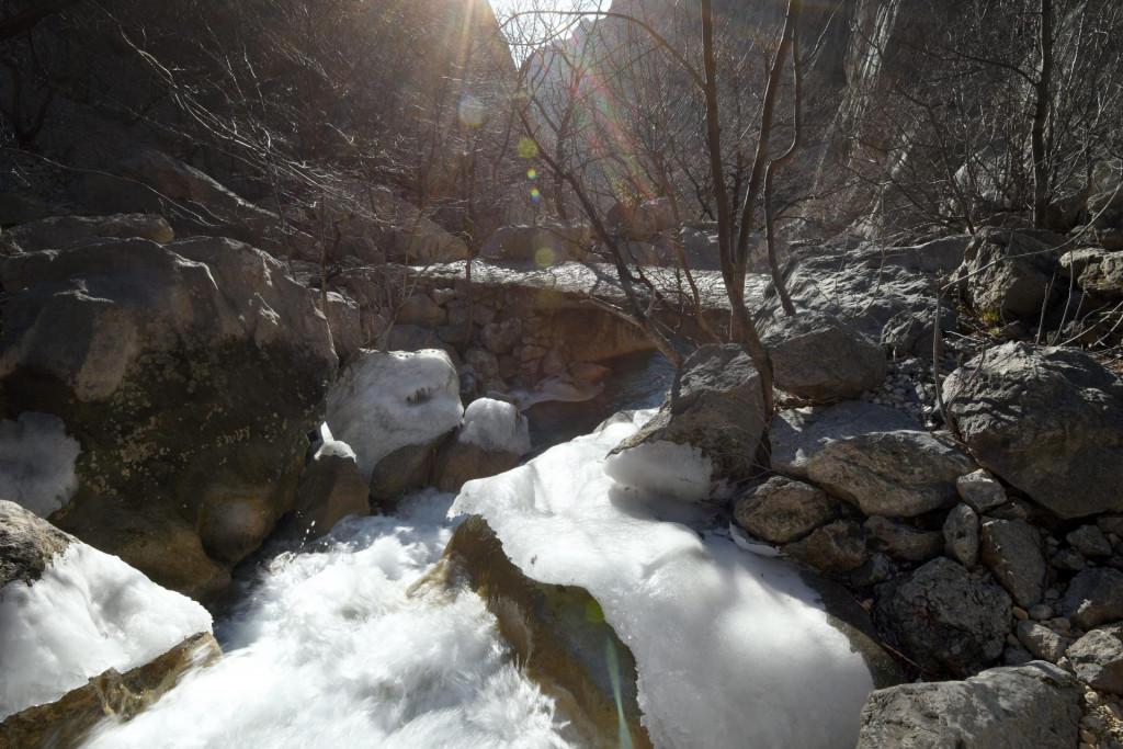 Velebit, Starigrad, 160221.<br /> Zaledjen potok u kanjonu Velike Paklenice.<br />