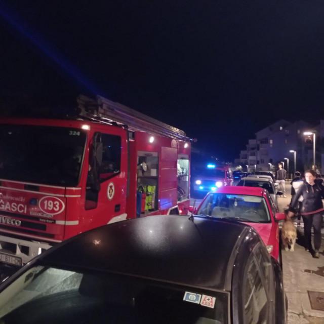 Na intervenciji je sudjelovalo 11 vatrogasaca s pet protupožarnih vozila