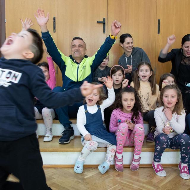 Maratonac Kristijan Sindik posjetio je Dječji vrtić 'Koralj', čija su djeca trčala maraton oko stadiona u Poljudu