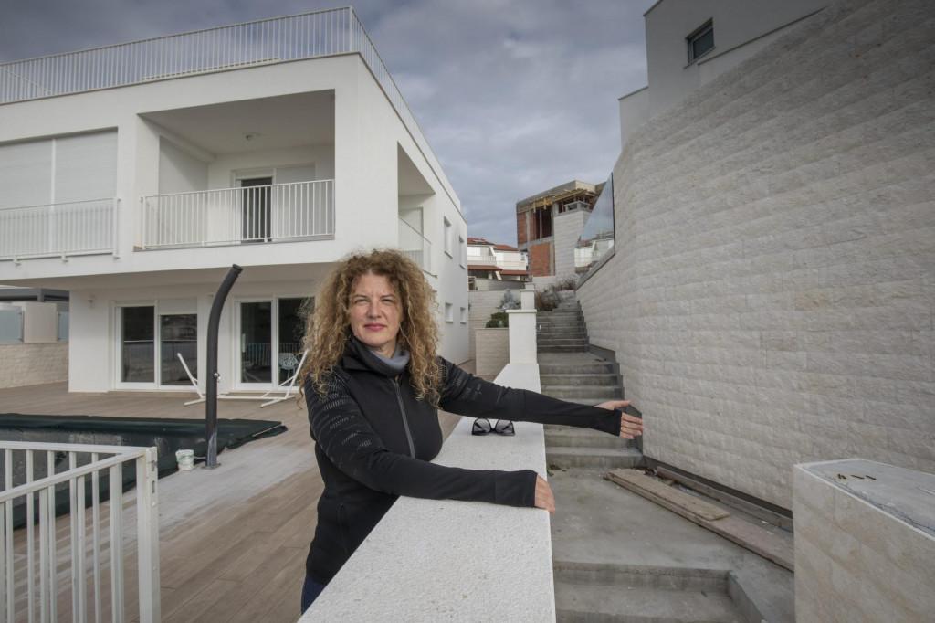 Stambeni objekt koji je u gradnji izašao iz gabarita projekta pored kuće za iznajmljivanje Tine Vukušić u uvali Stivašnica