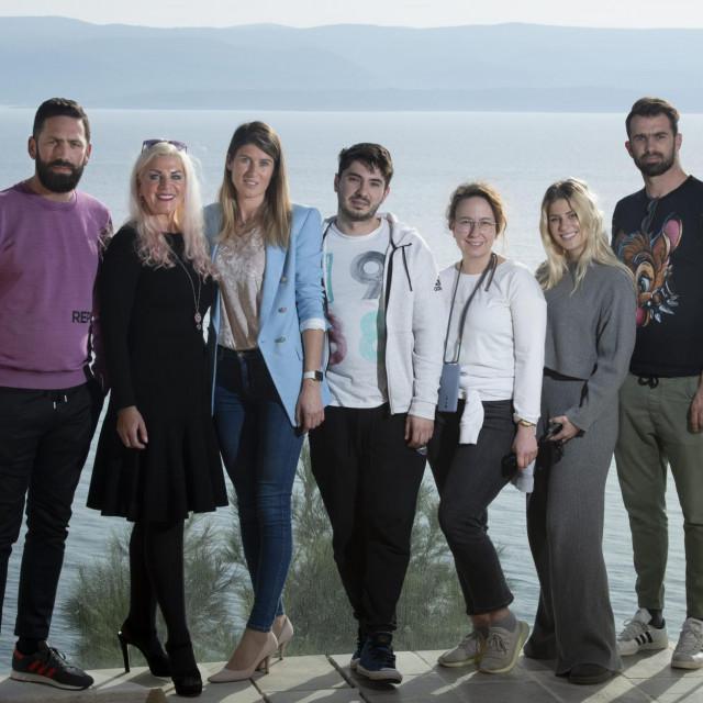 Alexandra Horvat sa zaposlenicima