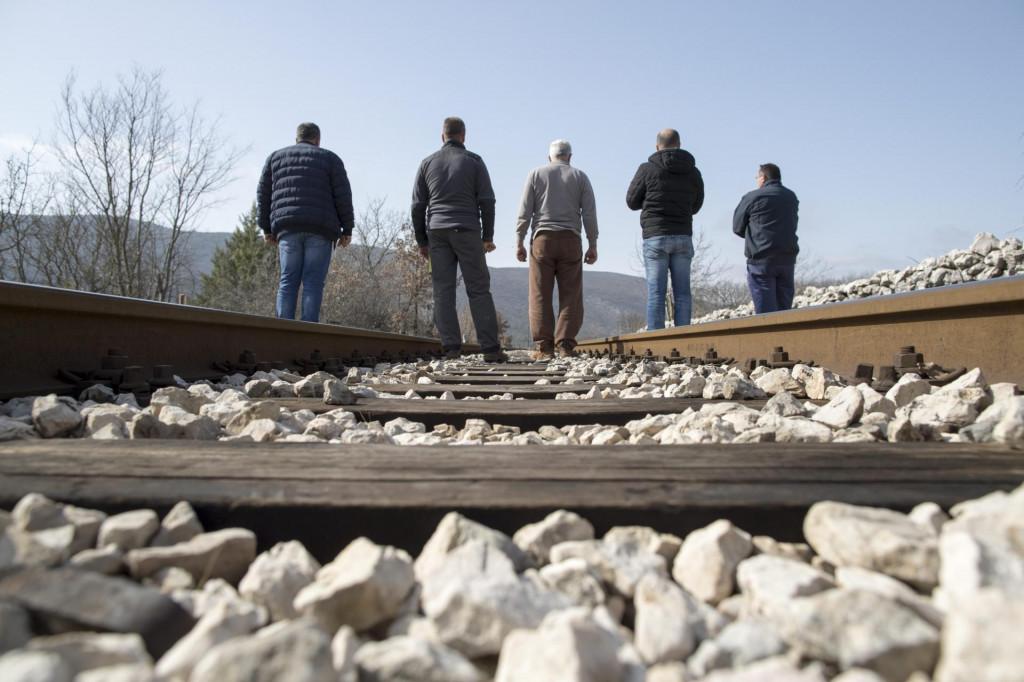 'Naša pruga je ostala u devetnajston stoljeću, a sve nove vlakove šalju u Slavoniju i Varaždin', tvrde naši sugovornici