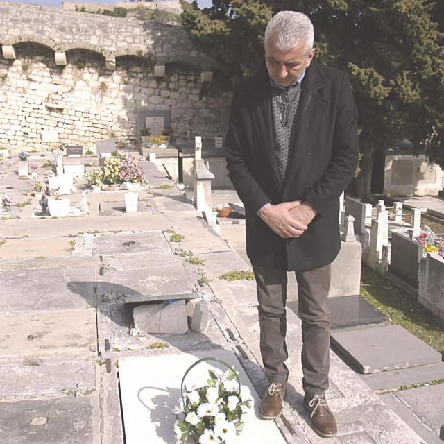 Zvone Čović i vaš reporter posjetili su Dušanov grob