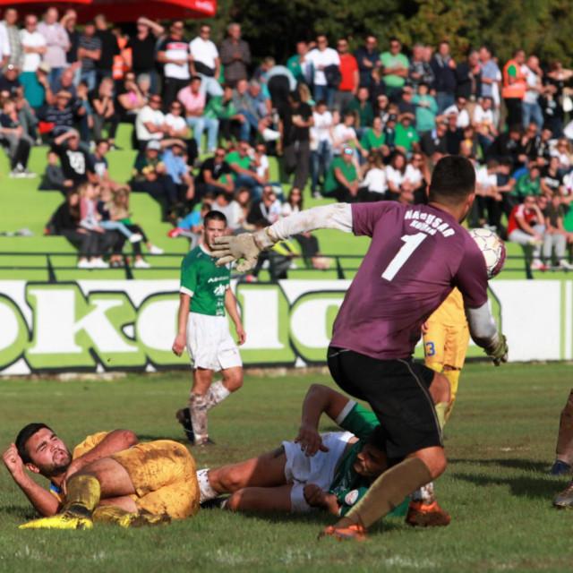 Prve utakmice Županijskog nogometnog kupa trebale bi se igrati 7. ožujka. Sokol je domaćin u Dubravci Konavljaninu (slika s utakmice Sokol - Gusar) foto: Tonči Vlašić