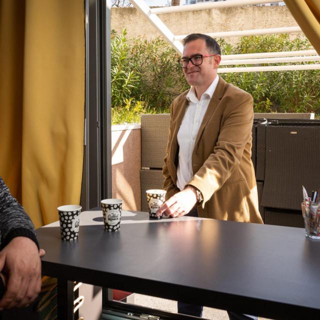 Boris Veličković, vlasnik i konobar u kafiću Makina na temu o posljedicama zatvaranja kafića