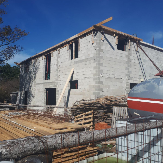 Bespravna gradnja na Velebitu