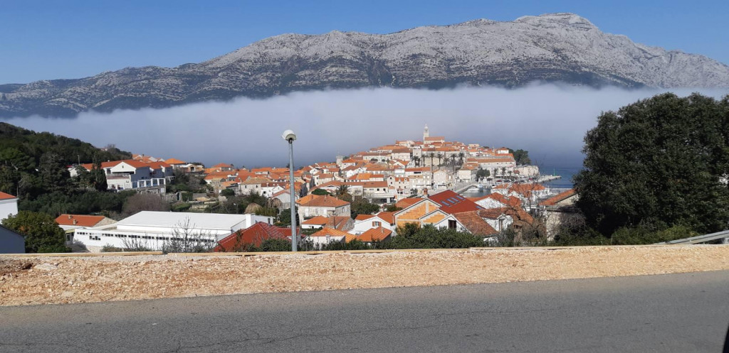 Magla nad Pelješkim kanalom