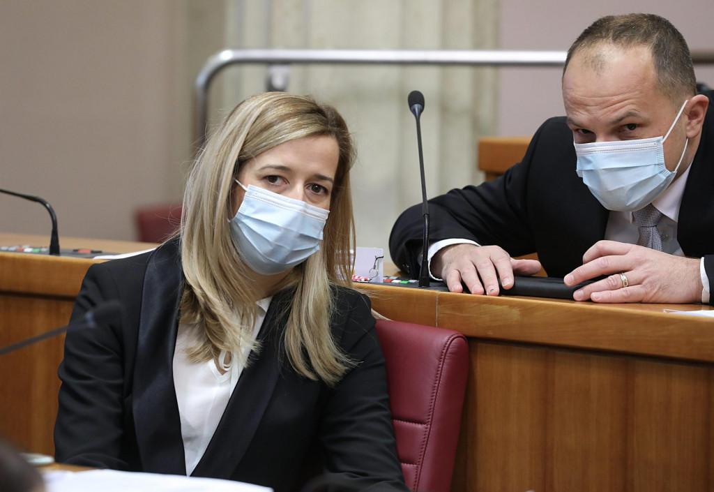 Na fotografiji: Mirela Ahmetović, Siniša Hajdaš Dončić