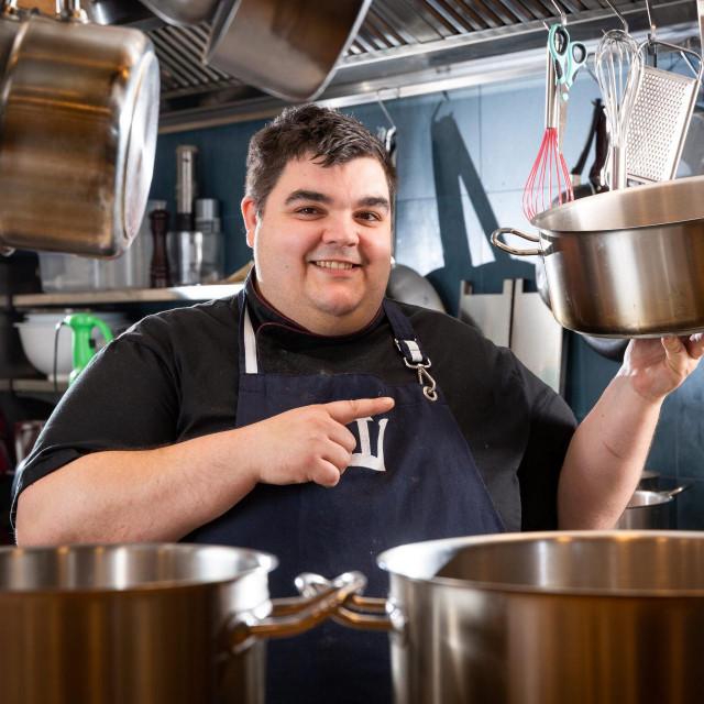 'U normalnim okolnostima treba vam jedna šira teća viših stijenki u kojoj možete raditi sve. U njoj se pripremaju juhe, rižoti, sarme, fažol, punjene paprike, gulaši, šnicli u toću...'