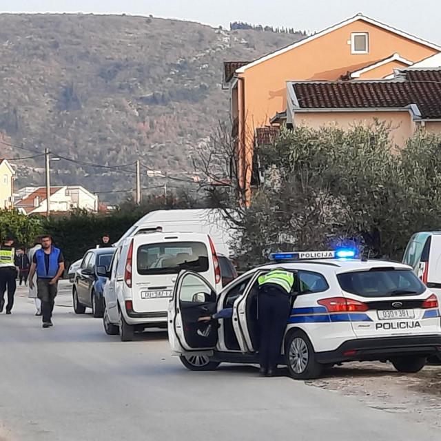 Na metkovskom predjelu Pržine došlo je do preometne nesreće u kojoj je teško ozlijeđen motociklist (23) koji je upravljao bez položenog vozačkog ispita