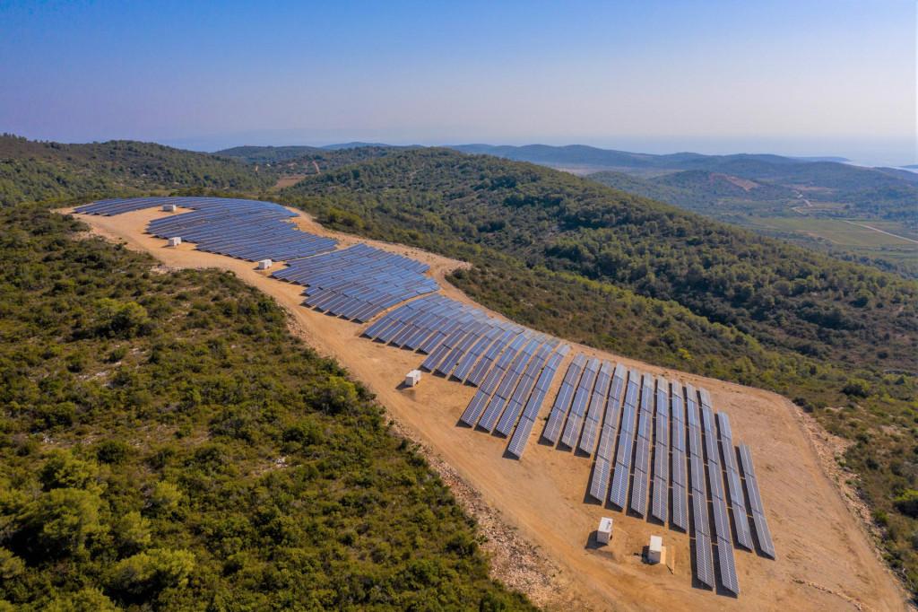 Sunčana elektrana Vis