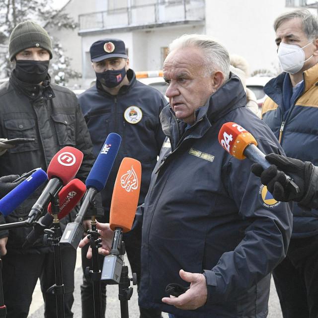 Na fotografiji: Boris Milošević, Milorad Pupovac, Darinko Dumbović