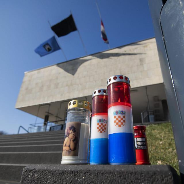 Zastave na Gradskom poglavarstvu spuštene su na pola koplja