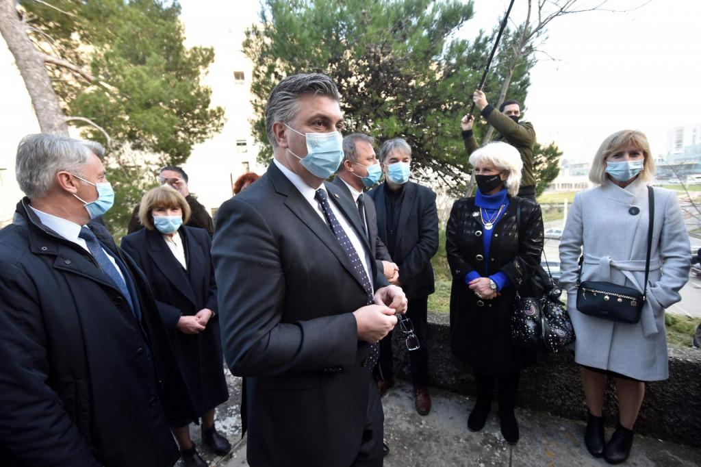 Premijer Andrej Plenković je tijekom posjeta Zadru obišao prostorije Lge protiv raka Zadar<br />