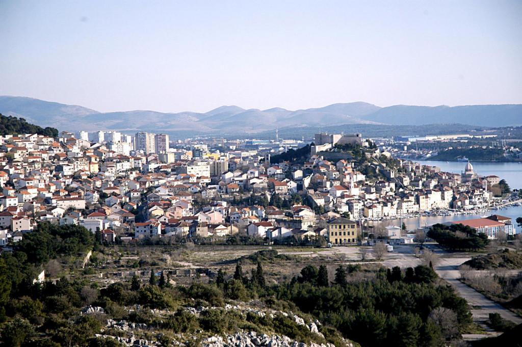 Panorama grada kao na kartolini
