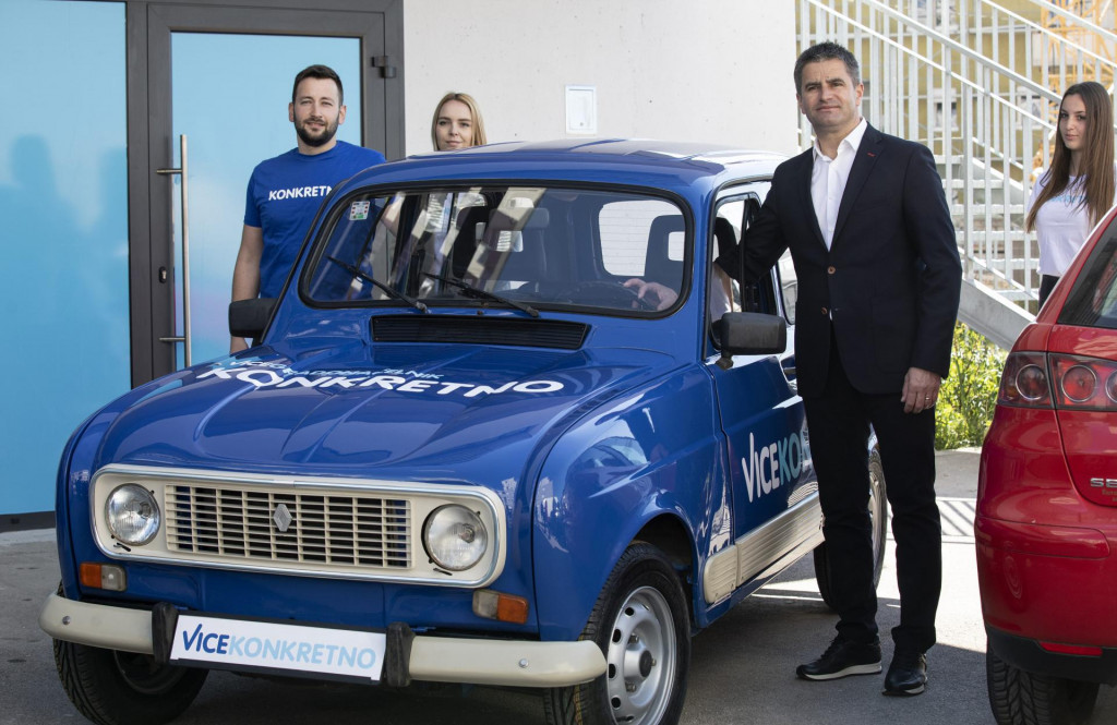 Plavi Renault 4 simbolizira, kaže Vice, njegov poduzetnički uspjeh