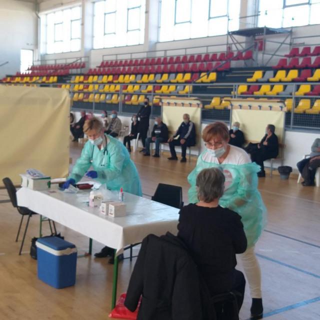 Medicinski timovi primali su pacijente prema rasporedu