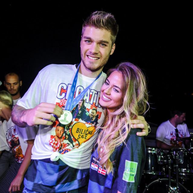 Duje Ćaleta Car i njegova Adriana na dočeku za 'Vatrene' nakon Svjetskog prvenstva u Rusiji