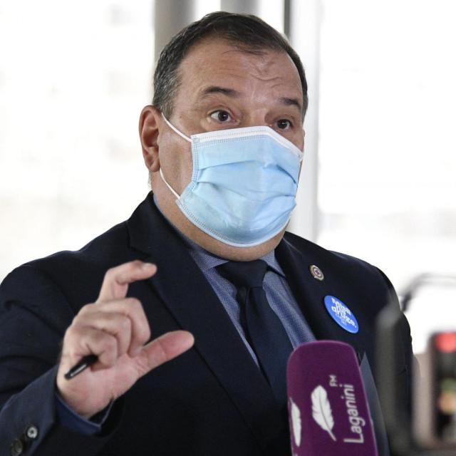 Ministar Vili Beroš: Držim neprimjerenim javni pritisak na zdravstvo od strane veledrogerija i ucjenjivanje oko daljnjih isporuka