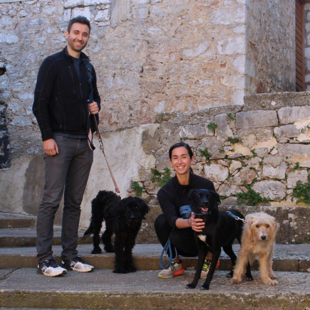 Jessica Romano i Thibaud Duprat u šetnji s psima u Pitvama