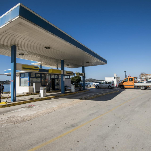 Započela je rekonstrukcija INA-ine benzinske pumpe na šibenskoj rivi koja je bila najavljena u srpnju 2019.<br />