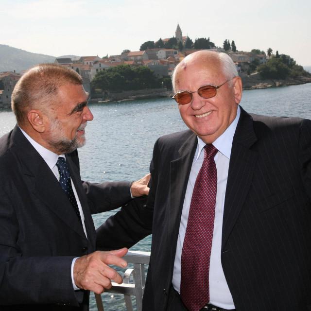 Gorbačov s bivšim hrvatskim predsjednikom Stipom Mesićem tijekom posjeta Hrvatskoj 2006. godine