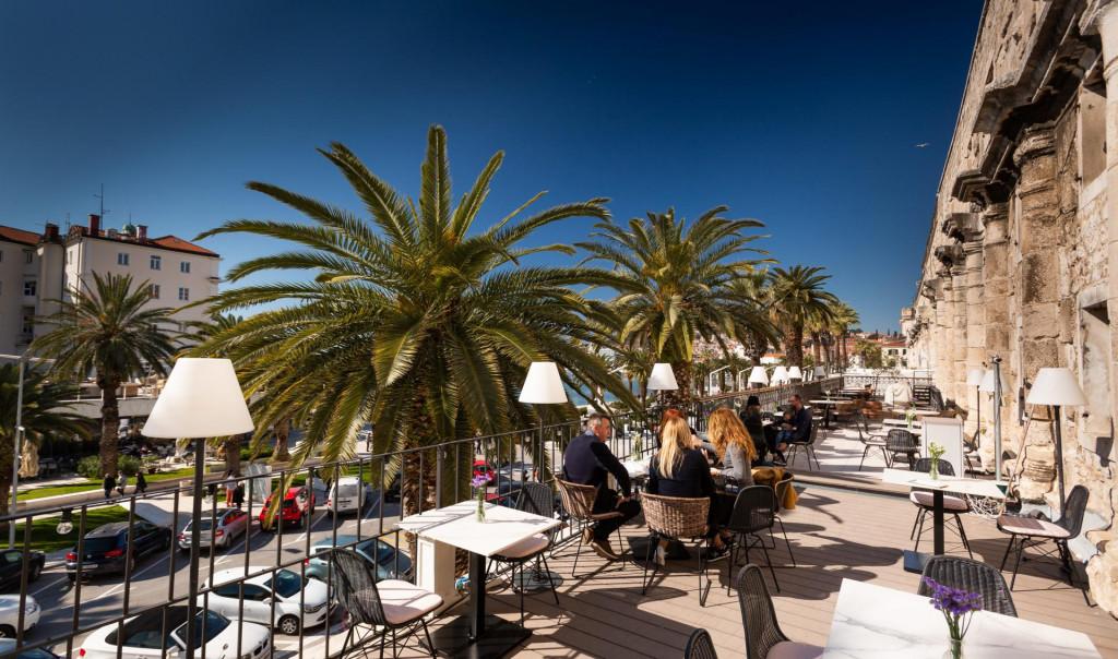 Prekrasan pogled prema Rivi s terase splitskog restorana 'Zoi'