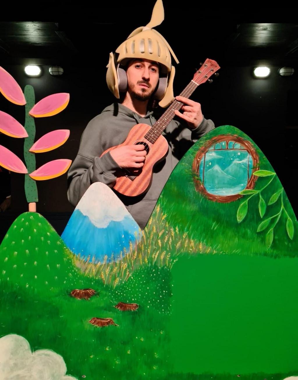 Franjo Đaković za ulogu u predstavi naučio je svirati ukulele<br />