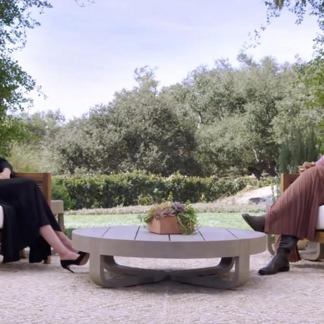 Princ Harry i Meghan Markle s Oprah Winfrey razgovarali su u vrtu svoje 14,6 milijuna dolara vrijedne kuće u Montecitu u Kaliforniji