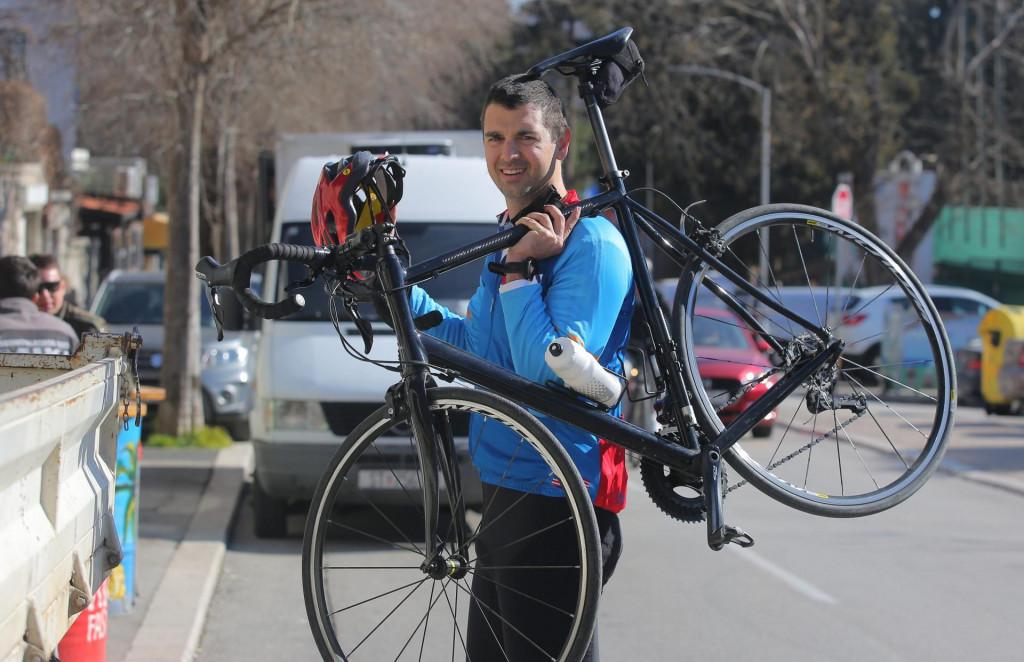 Mario Ančić ispred svoje kuće na Zenti po povratku s Mosora