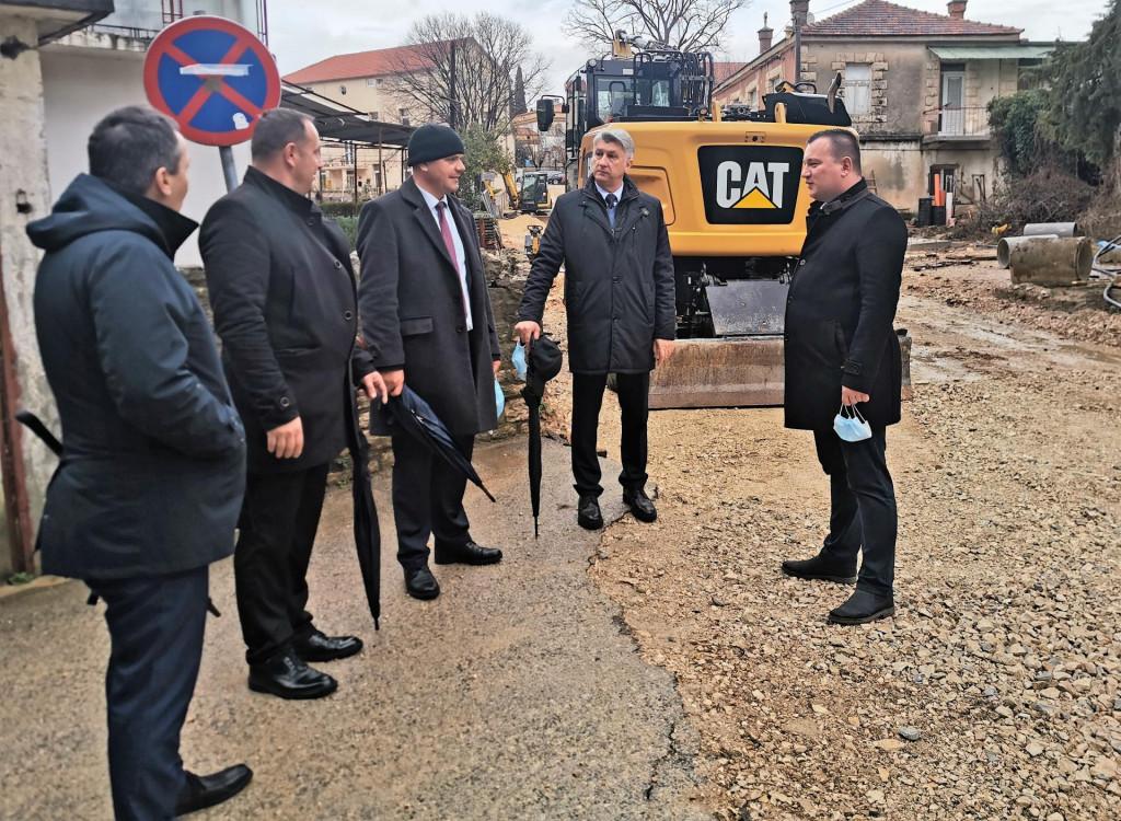 Župan Božidar Longin u društvo domaćina iz Benkovca obilazi gradske lokacije i projekte u vrijednosti 100 milijuna kuna