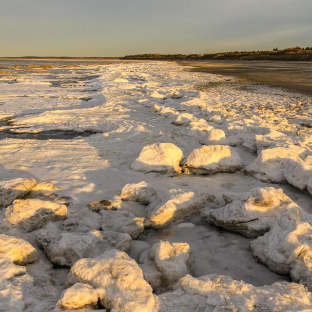 Neočekivano niske temperature i ledena plaža u francuskom Baie de Sommeu
