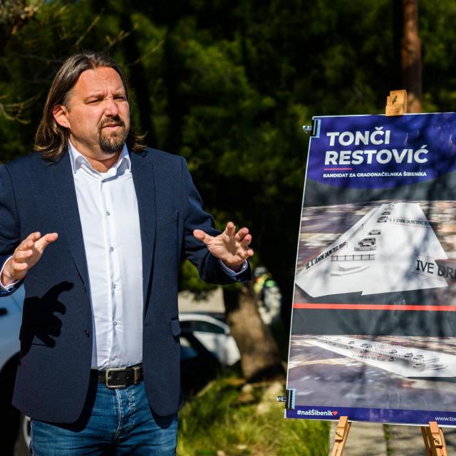 <br /> Tonči Restović SDP-ov kandidat za gradonačelnika održao je konferenciju za medije o problemima u prometu u gradskoj četvrti Vidici.<br />
