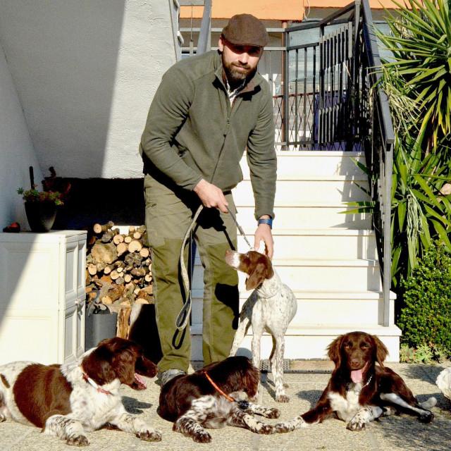 Andrija Španja sa svoja četiri psa