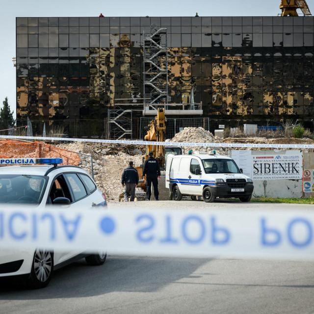 <br /> Pirotehničari policije uklonili su bombu pronađenu na gradilištu POS zgrade na Biocima