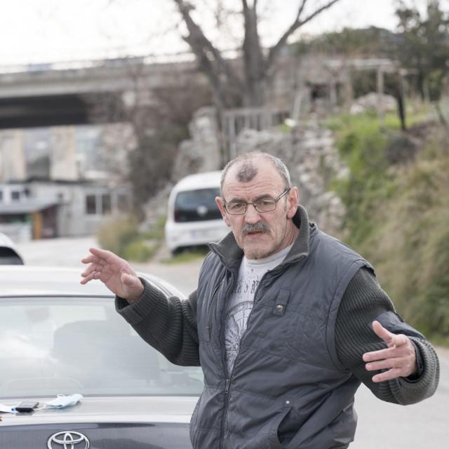 Jakov Tokić je postavio barikadu na Putu Mostina