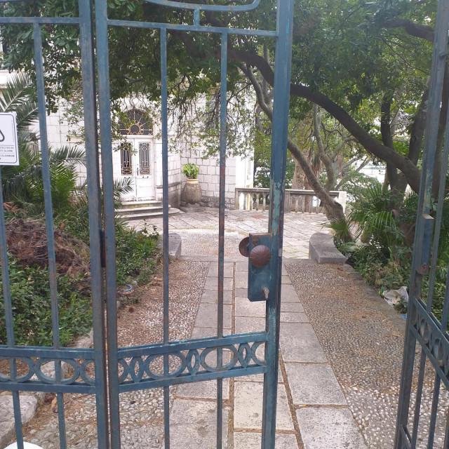 Vila Čingrija, budući regionalni centar kompetentnosti u turizmu i ugostiteljstvu? Izgleda kao skvoterska kuća