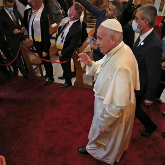 Papa Frane u katedrali u Bagdadu