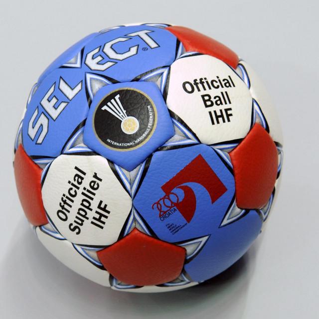 Rukometna lopta s kojom se igralo SP 2009. u Hrvatskoj foto: Joško Ponoš / CROPIX