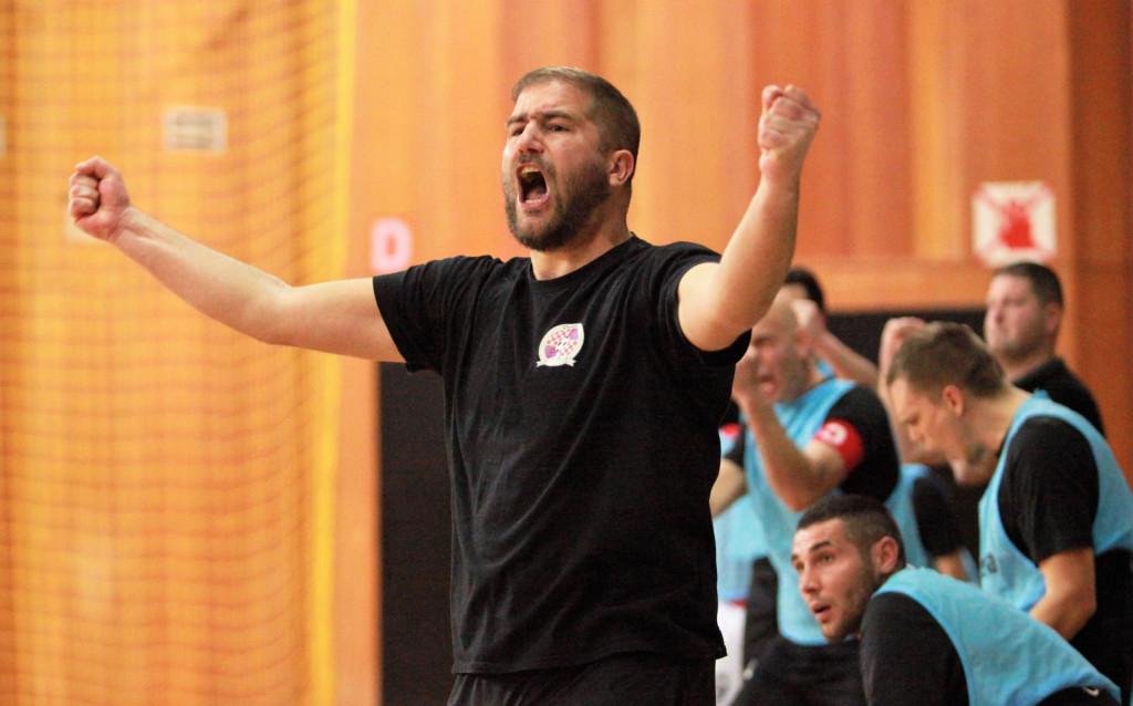 Antonio Pjević, trener Omble slavi pogodak foto: Tonči Vlašić