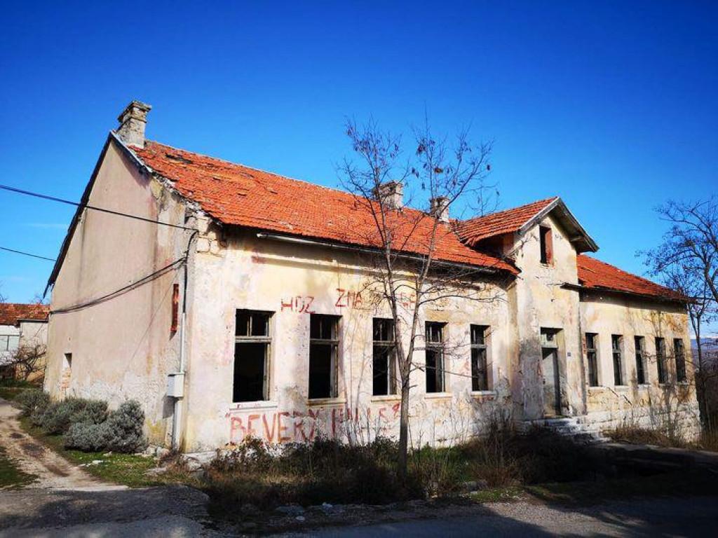 Stara škola u Siveriću