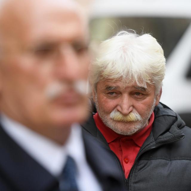 Na Općinskom sudu u Zadru danas se održalo pripremno ročište zbog smrti Kristiana Vukasovića (18), na fotografiji u prvom planu odvjetnik Vinko Ljubičić, iza njega Stipan Vukasovic, otac preminulog mladića<br />