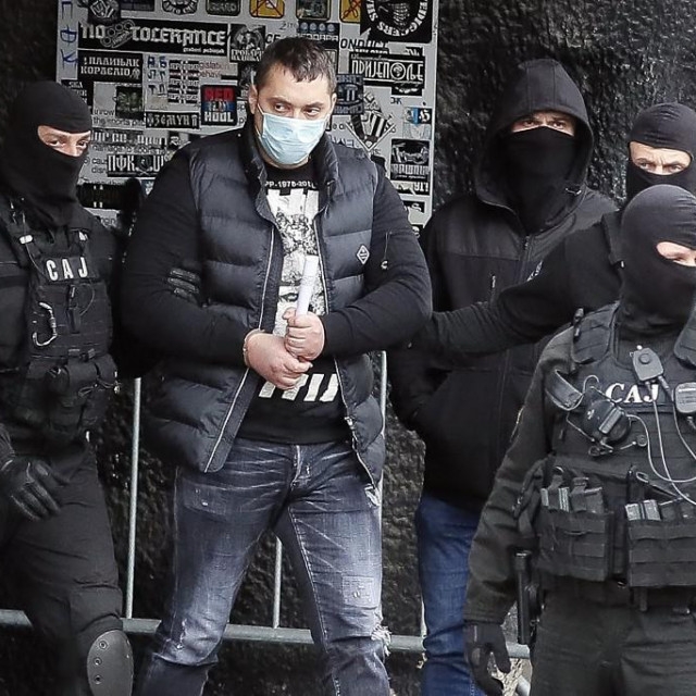 Velja Nevolja u pratnji srbijanske policije