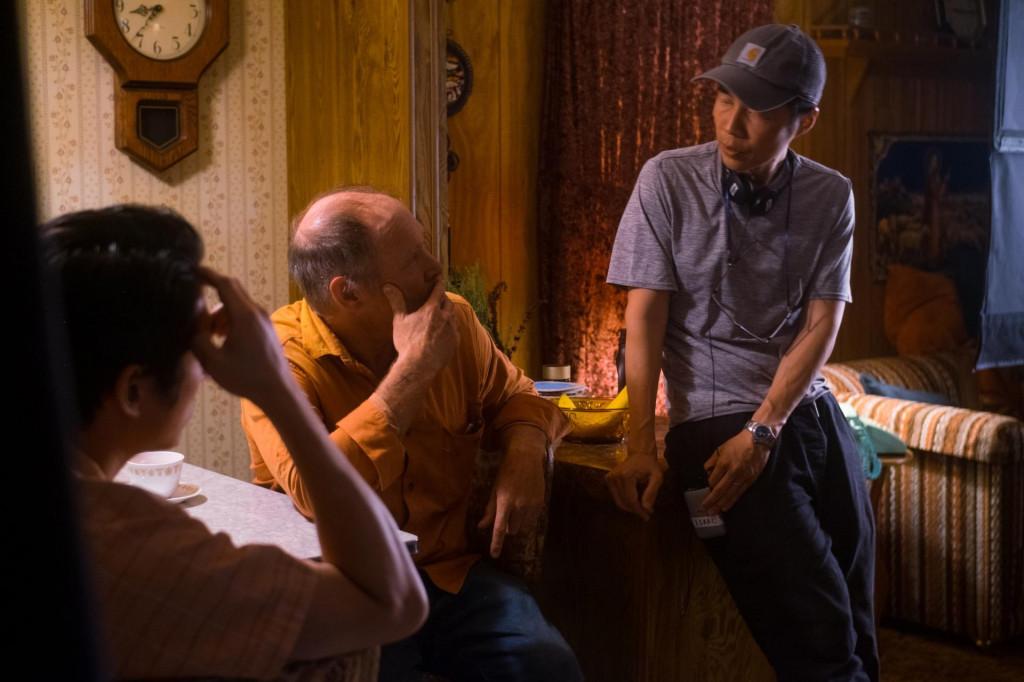 Steven Yeun, Will Patton i Lee Isaac Chung na setu filma 'Minari'