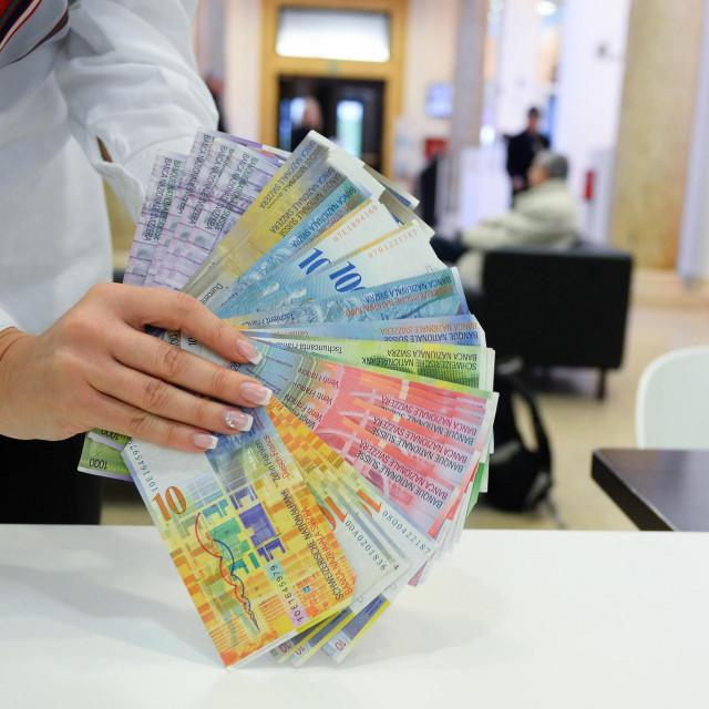Na fotografiji: Novčanice švicarskog franka