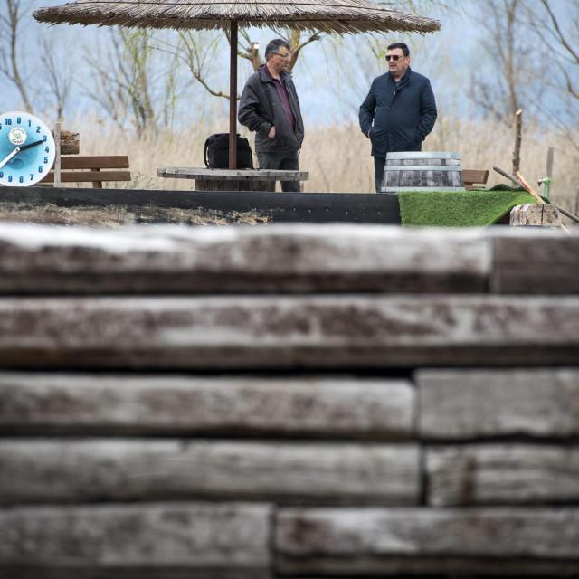 Jedan od 'naivnih' kupaca pragova je i <strong>Ivica Mijoč</strong>, čija tvrtka 'Žabac' upravo uređuje izletište i odmorište